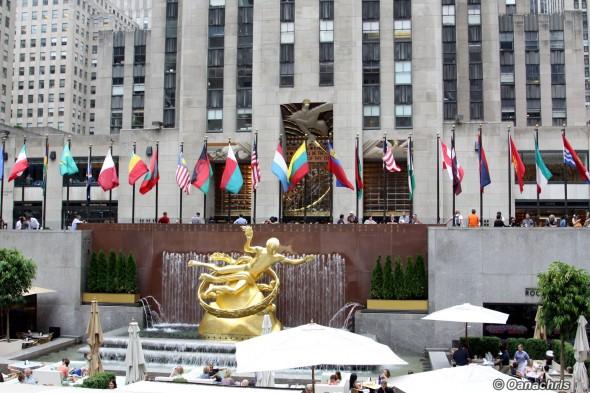 Manhattan - Rockefeller Center the golden statue of Prometeus