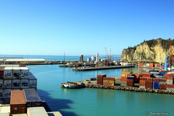 Entering the Port of Napier (4)
