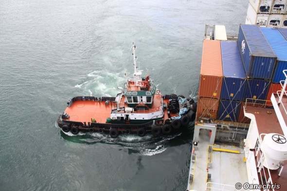 Tug pushing in the starboard side quarter