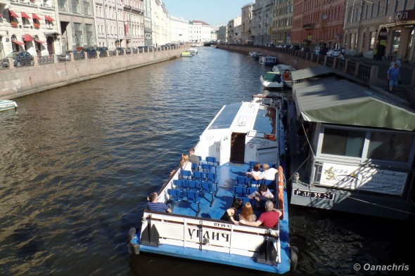 St.-Petersburg-boat-cruise-down-Neva-River