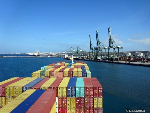 Swinging to starboard side inside Port Sines